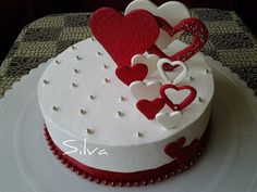 Marzipan cake * Birthday – decorated with hearts. Cake Decorating Frosting, Cake Decorating Designs, Creative Cake Decorating, Cake Decorating Videos, Creative Cakes, Fondant Cake Designs, Fondant Cakes, Cupcake Cakes, Cupcakes