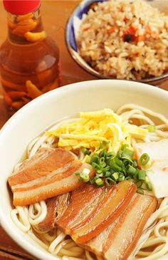 Photo: Okinawa Soba, Noodle soup eaten as a soul food in Okinawa, Japan. Typically Okinawa soba uses thick noodles and is served in a bowl of clear with pork belly or pork ribs|沖縄そば