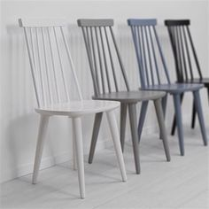 Paint colours for half painted chairs Cafe Chairs, Dining Room Chairs, Office Chairs, Wood Chairs, Painted Chairs, Painted Furniture, Furniture Makeover, Home Furniture, Furniture Design