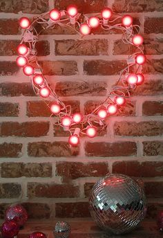 A Bubbly Life: DIY Light Up Heart Wreath