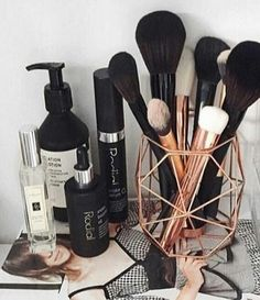 40+ Make Up Room Ideas Makeup Organization Brush Holders_35