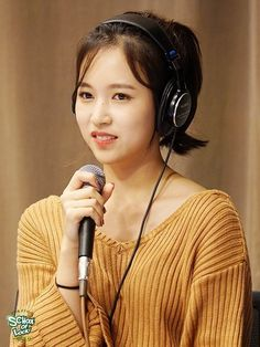 Tzuyu e Dahyun - Twice Nayeon, Extended Play, South Korean Girls, Korean Girl Groups, Twice Jyp, Girl With Headphones, Sana Momo, Myoui Mina, Fandoms