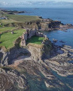 Tantallon Castle was built in the mid century by William, Earl of Douglas. ▫️ On the death of William in he left a legitimate… Scotland Castles, Scottish Castles, Places To Travel, Places To See, Travel Destinations, Beautiful Castles, Beautiful Places, Castle Ruins, Medieval Castle