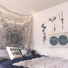 girl dorms Cute dorm room ideas that you need to copy! These cool dorm room ideas are perfect for decorating your college dorm room. You will have the best dorm room on campus! Cool Dorm Rooms, College Dorm Rooms, Urban Outfitters Room, Inspiration Room, Bohemian Bedrooms, Girl Bedrooms, Trendy Bedroom, Dorm Room Organization, Organization Ideas