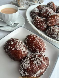 FATIMAS CAPE MALAY KOESISTERS Bakery Recipes, Donut Recipes, Cookie Recipes, Dessert Recipes, Tea Recipes, Brownie Recipes, Easy Desserts, Koeksister Recipe South Africa, Starbucks Recipes