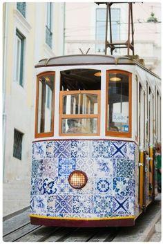 Cosa vedere a Lisbona: Tram foderato di piastrelle