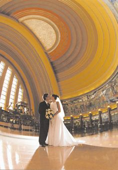 Cincinnati Museum Center wedding photo in the rotunda #artdeco #wedding #photography