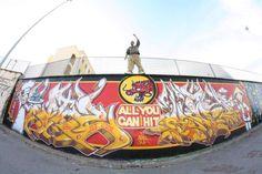 Iglesias - Dopo la provocatoria murata I Love Graffiti il duo Matz e Nero si riunisce e sforna un';altra imponente murata: All you can HIT. l pezzo nasce da un..  #iglesias #sardegna #italia #nerosardosfrades #matz #writers #lettering #characters #writing #safcrew #graff #graffiti