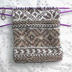 Bilderesultat for fair isle mittens pattern free Fair Isle Knitting Patterns, Fair Isle Pattern, Knitting Charts, Knitting Designs, Knitting Stitches, Free Knitting, Knitting Projects, Mittens Pattern, Knit Mittens