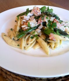 Lobster pasta with white truffle cream & asparagus Truffle Cream, White Truffle, Lobster Pasta, Seafood Pasta, Cooking Recipes, Drink Recipes, Yummy Recipes, Creamed Asparagus, White Pasta