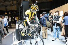 2016年1月6日からスタートしたCES 2016で参考出展されたニコン初のアクションカメラが「KeyMission 360」です。KeyMission 360は本体前面と背面の両側に広角レンズを
