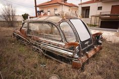 1947 Buick Roadmaster Hearse with 18 windows. Abandoned Cars, Abandoned Places, Abandoned Vehicles, Pompe A Essence, Buick Roadmaster, Rusty Cars, Rat Rods, Barn Finds, Station Wagon
