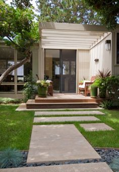 Big cement pavers with grass growing around \/ mid-century modern Revive Landscape Design Mid Century Landscaping, Front Yard Landscaping, Backyard Patio, Landscaping Design, Gravel Patio, Yard Design, Pea Gravel, Cement Design, Modern Landscape Design