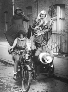 A mad day out for four 1920s women.