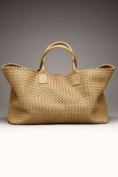 Bottega Veneta Handbags Spread the love Fashion Handbags, Tote Handbags, Fashion Bags, Leather Handbags, Beautiful Handbags, Beautiful Bags, Mode Ab 50, Sacs Design, Big Bags