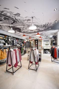 Pose de plafond tendu par Cadypso (Architecte d'intérieur) Agencement de magasin Volcom Nantes