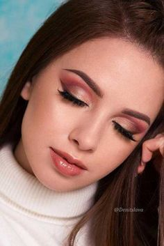 39 Top Rose Gold Makeup Ideas To Look Like A Goddess Gold makeup as well as pink makeup is really jazzy right now. Have you already tried this charming and trendy makeup look? Glamorous Makeup, Sexy Makeup, Pink Makeup, Face Makeup, Makeup Style, Unique Makeup, Rose Gold Makeup Looks, Golden Makeup, Make Up Looks