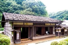 Traditional Japanese House with Great Painting | House Decorating Ideas