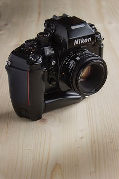 Ended up going home with a (fabulous) Nikon film camera. Nikon Digital Camera, Car Camera, Camera Hacks, Camera Gear, Best Camera, Retro Camera, Old Cameras, Vintage Cameras, Nikon Cameras