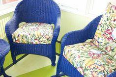estupendas sillas de rattan color azul