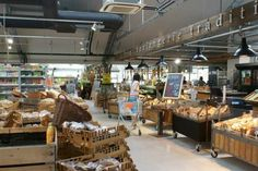 Shop for delicious organic food @ Landmarkt Low Sugar Recipes, Organic Recipes, Trendy Bar, Superfood, The Good Place, Brunch, Vans, Restaurant, Holland