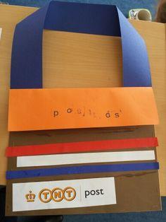 Posttas maken die je écht kan gebruiken. I Love School, Preschool Lessons, Post Office, Crafts For Kids, Classroom, Teaching, Education, Mei, Google
