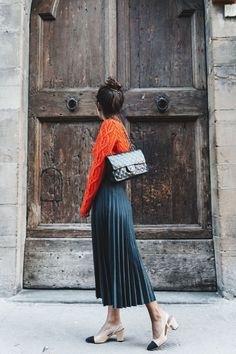 Pleated Skirts for Fall Faltenröcke & roter Pullover Looks Style, Looks Cool, Mode Outfits, Skirt Outfits, Vintage Collage, Pull Orange, Fashion Mode, Womens Fashion, Style Fashion