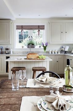 This kitchen shows how to do 'welcoming and rustic' without losing the elegance