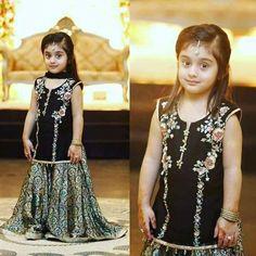 Knitting Dress Kids Sweets 38 New Ideas Wedding Dresses For Kids, Fancy Dress For Kids, Little Girl Dresses, Girls Dresses, Frocks For Girls, Kids Frocks, Pakistani Kids Dresses, Shadi Dresses, Pakistani Suits