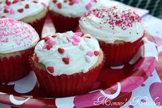 Mommy's Kitchen: Strawberry Jell-O Poke Cupcakes
