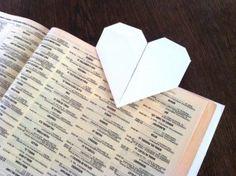 Punto de libro o marcapáginas con forma de corazón