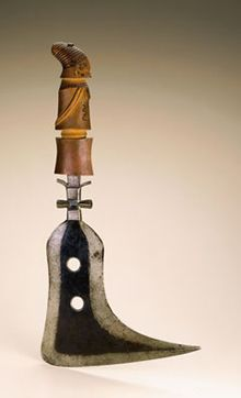 Knife; Mangbetu peoples, Democratic Republic of the Congo; Late 19th to early 20th century; Iron, wood (africa.si.edu)