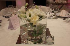 Centro de mesa con base espejada. #wedding #flowers #love #boda #mesas #centrodemesa