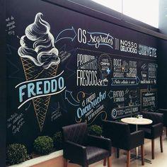 ice cream shop Infographic created and executed with posca to illustrate a wall inside Freddos ice cream store located in Curitiba, Brasil. Cafe Interior Design, Cafe Design, Store Design, Chalkboard Lettering, Chalkboard Designs, Menu Chalkboard, Chalkboard Walls, Blackboard Paint, Typography Letters