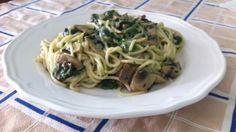 Espaguetti con espinacas y champiñones