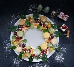 Macaron, Ornament Wreath, Wreaths, Large Plates, Seasonal Fruits, Blueberries, Mint, Deco Mesh Wreaths, Garlands