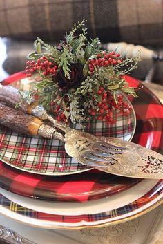 Love the tartan plates.layered tartan for Christmas table Tartan Christmas, Plaid Christmas, Christmas Design, Country Christmas, All Things Christmas, Winter Christmas, Vintage Christmas, Christmas Dishes, Natural Christmas