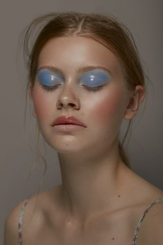 Vogue Beauty Blue Girl beautiful Face Closeup shine Lips Natural marinamurasheva murasheva divisionmodels institute institutemagazine is part of eye-makeup - eye-makeup Makeup Trends, Makeup Inspo, Makeup Inspiration, Beauty Makeup, Hair Makeup, Makeup Ideas, Vogue Makeup, Vogue Beauty, Makeup Geek