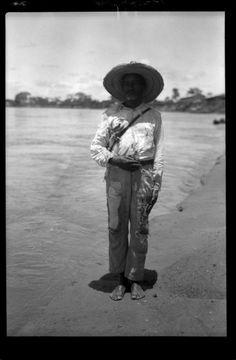 Campesino a la orilla del Río Magdalena   banrepcultural.org
