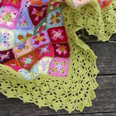 Stylecraft Special DK yarn, 3-round granny square variation crochet with awesome border. Remate!!!