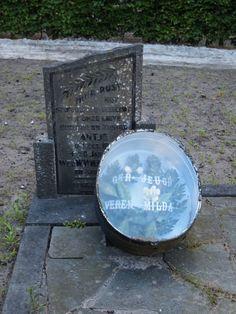 Mildam. het graf van Antje