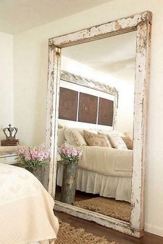 30 Incredible Design Putting The Mirror In The Bedroom - Farmhouse Decoration Farmhouse Mirrors, Farmhouse Style Bedrooms, Rustic Mirrors, Farmhouse Decor, Decorative Mirrors, Modern Farmhouse, Big Mirror In Bedroom, Bedroom Wall, Big Mirrors