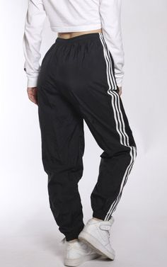 Vintage Adidas Wind Pants Source by pants outfit Sweatpants Outfit, Cute Sweatpants, Adidas Outfit, Jogging Outfit, Chill Outfits, Sport Outfits, Trendy Outfits, Cute Outfits, Stylish Clothes