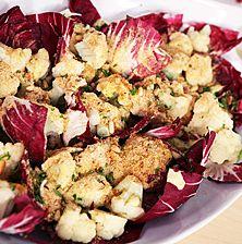 Πολύχρωμη, χορταστική με μια νότα από χειμωνιάτικα λαχανικά αλλά κυρίως πρωτότυπη αφού αντί για κρουτόν πασπαλίζετε με μια κρούστα ψωμιού
