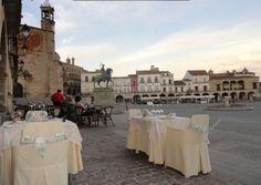 Passeio pela Extremadura, visitando as belíssimas cidades de Trujillo, Cáceres e Mérida e, apreciando sua deliciosa gastronomia e produtos típicos como a Torta de Casar e o Jamón Ibérico.