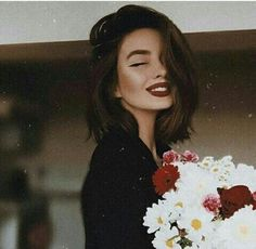 There are lots of male photographers who love to capture the women's beauty by doing girl photography poses short hair and tall hairdos. Corte Y Color, Portrait Photography Poses, Grunge Hair, Scarf Hairstyles, Relaxed Hairstyles, Gray Hairstyles, Hair Goals, Girl Photos, New Hair