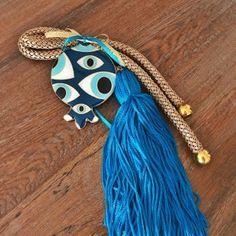Χειροποίητο επίχρυσο ρόδι με μάτια από γαλάζιο σμάλτο, κορδόνι χρυσό και γαλάζια φούντα . Τα χειροποίητα αντικείμενα είναι δυνατόν να έχουν μικρές διαφορές στο βάρος, χρώμα ή διαστάσεις. Tassel Necklace, Tassels, Charms, Handmade, Gifts, Jewelry, Bubbles, Hand Made, Presents