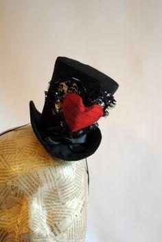 Queen of Hearts Mini Top Hat - Gothic Fascinator - Alice in Wonderland. €58,00, via Etsy.