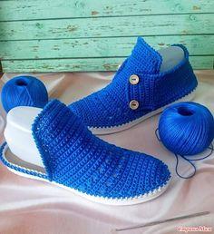 Artesãs Se Aperfeiçoam Cada Vez Mais E F - Diy Crafts - Marecipe Crochet Sandals, Crochet Boots, Crochet Slippers, Diy Crochet, Crochet Clothes, Crochet Shoes Pattern, Shoe Pattern, Knit Shoes, Sock Shoes