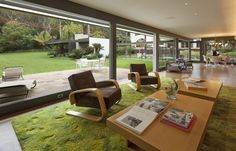 <p>Simon had the the Bailey House meticulously restored by the restoration artists at Marmol Radziner, and it won a Santa Monica Conservancy Renovation Award.</p>